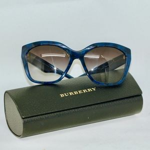 My Classic Look Blue Burberry Sunnies